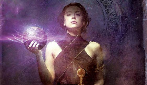 Nona Grey. Trilogia_Donna con sfera luminosa