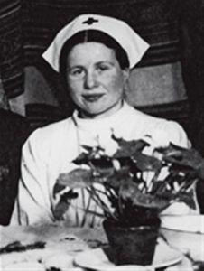 Storie della buonanotte per bambine ribelli di Elena Favilli e Francesca Cavallo _Irena Sendler in a nurses outfit during
